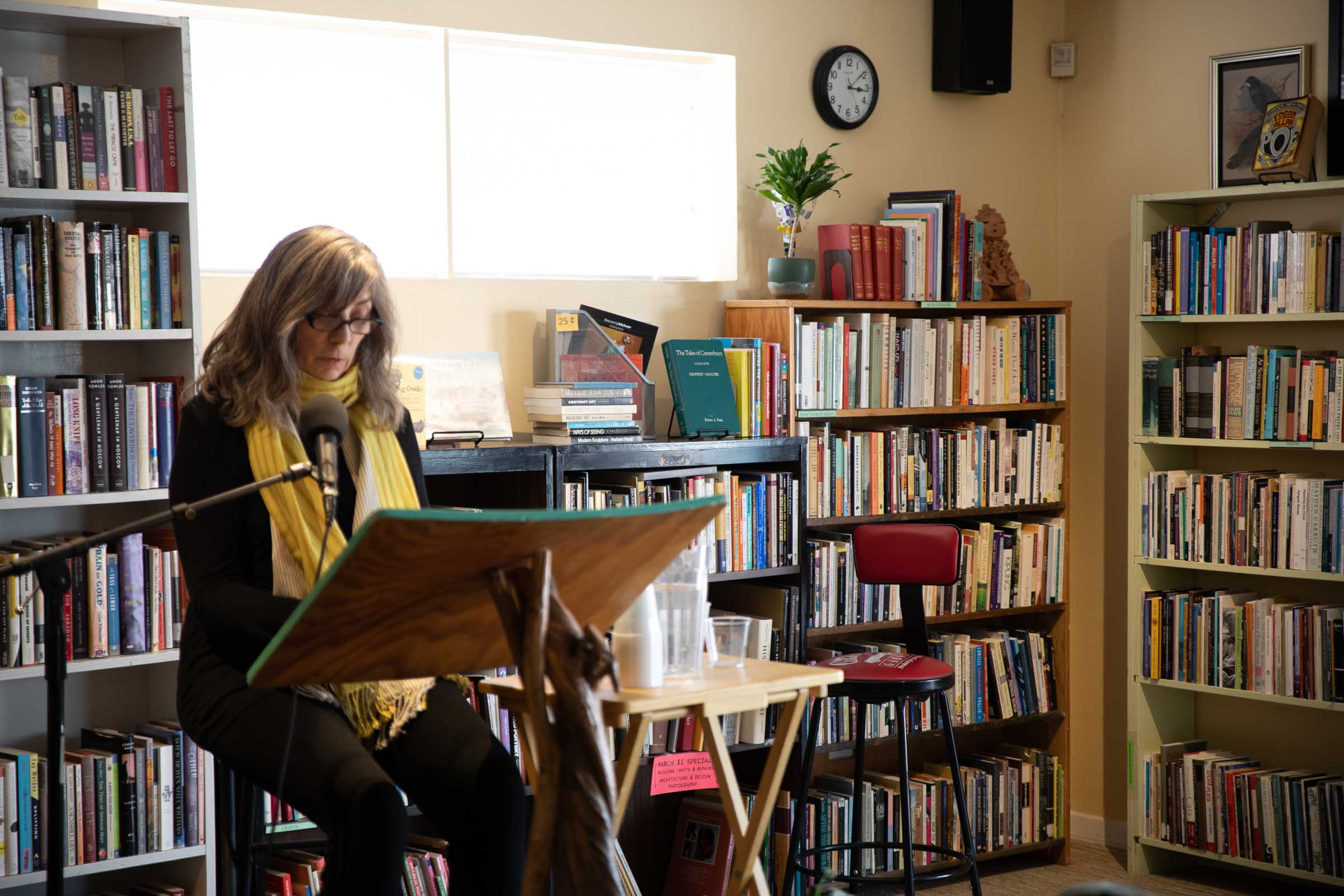 A woman reading to the SOMOS writers group in Taos, New Mexico
